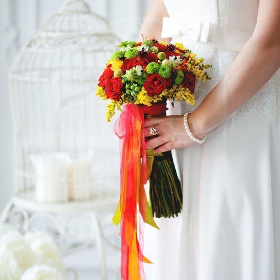 Свадебный букет с краспедией, розами и орнитогалум