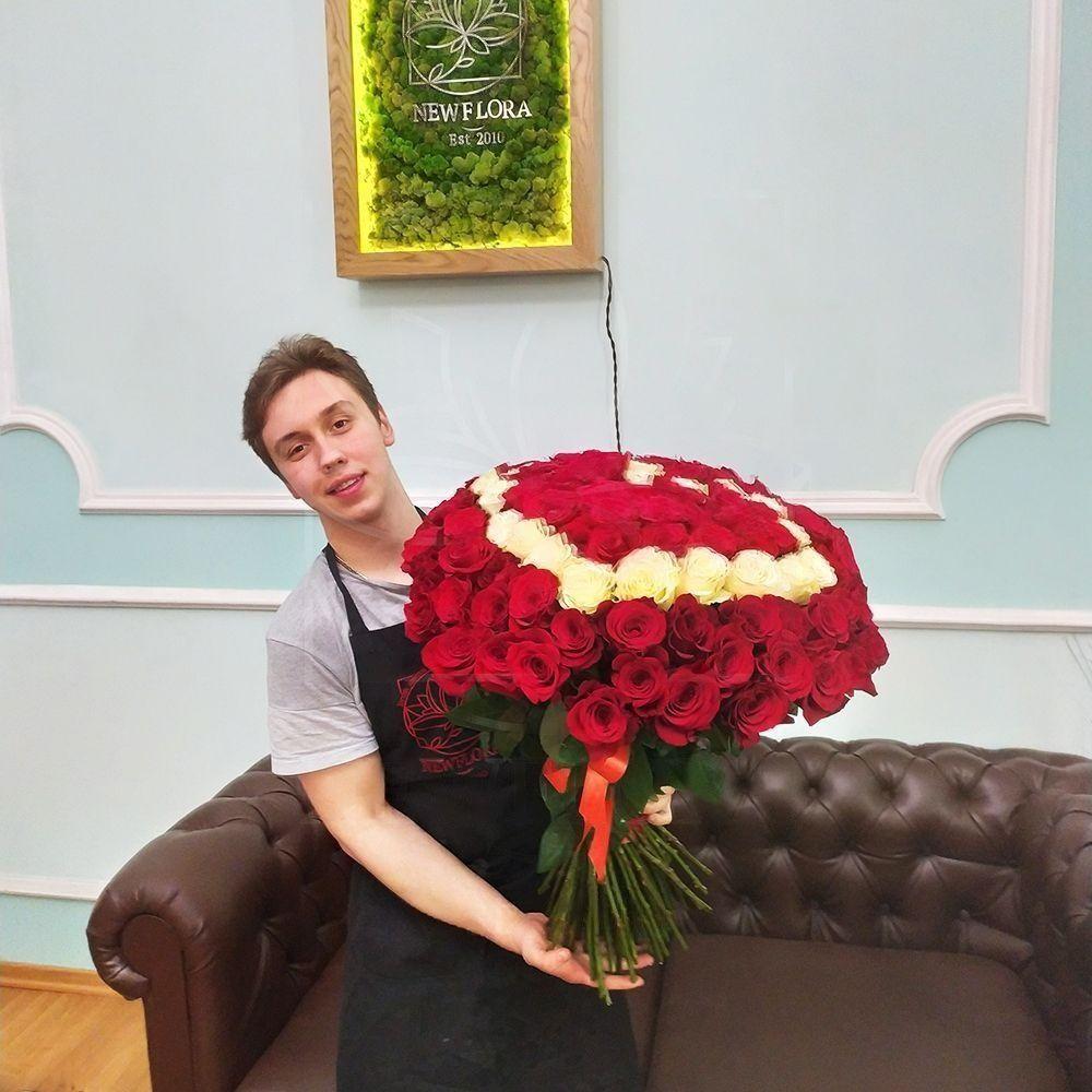 Букет сердце 101 красная и белая роза