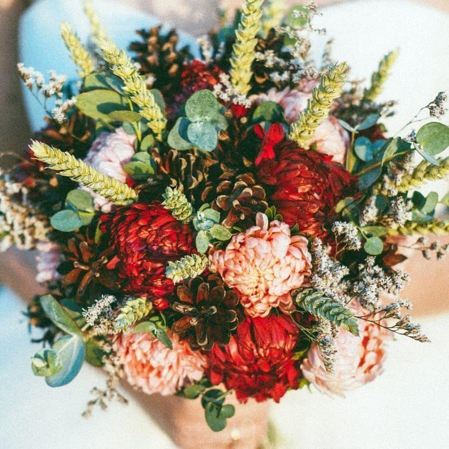 Свадебный букет с шишками, колосьями ржи и астрой