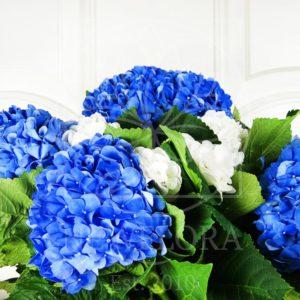 Букет 11 синих и белых гортензий