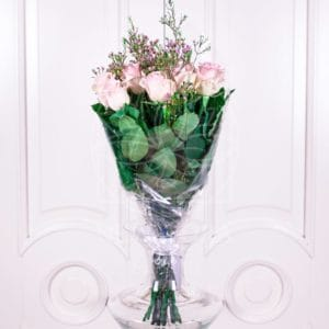 Букет 11 розовых роз 60см с зеленью