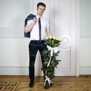 Букет 15 белых роз высотой 120см