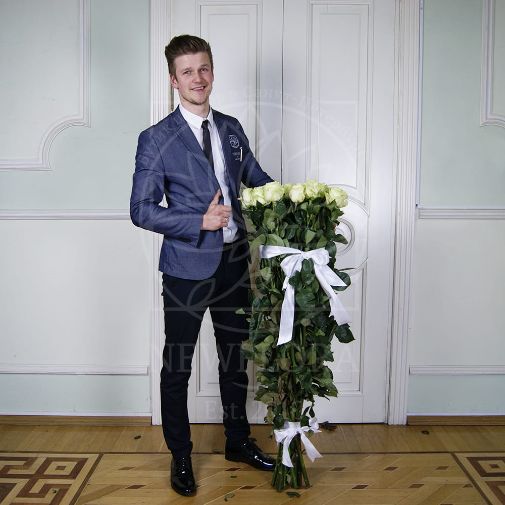 Букет 15 белых роз высотой 130см