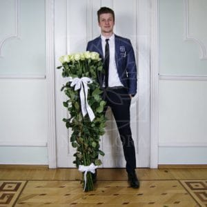 Букет 15 белых роз высотой 140см
