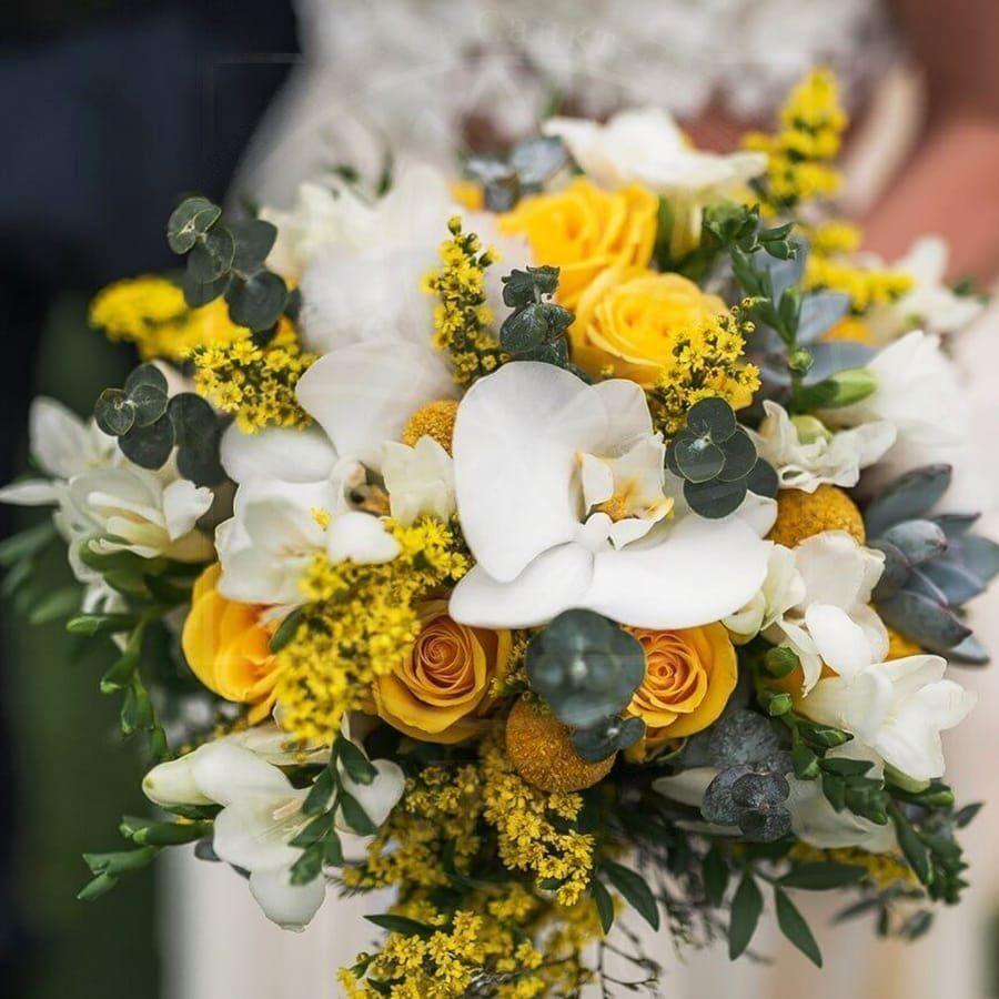 Свадебный букет с орхидеями, розами и эвкалиптом