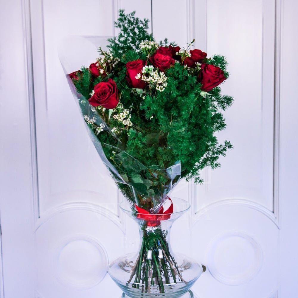 Букет 15 красных роз с ароматным хамелациум (Голландия)