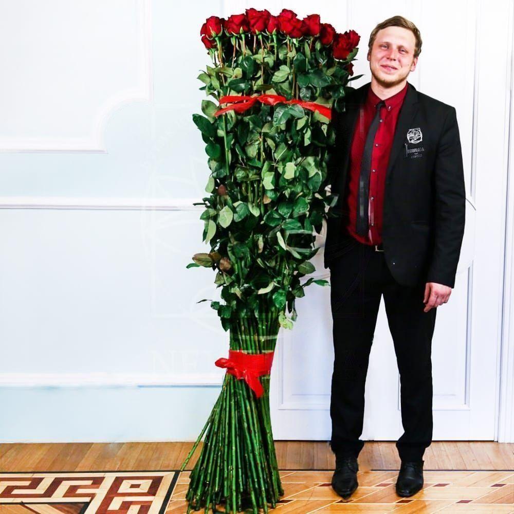 Букет 51 красная роза высотой 180см