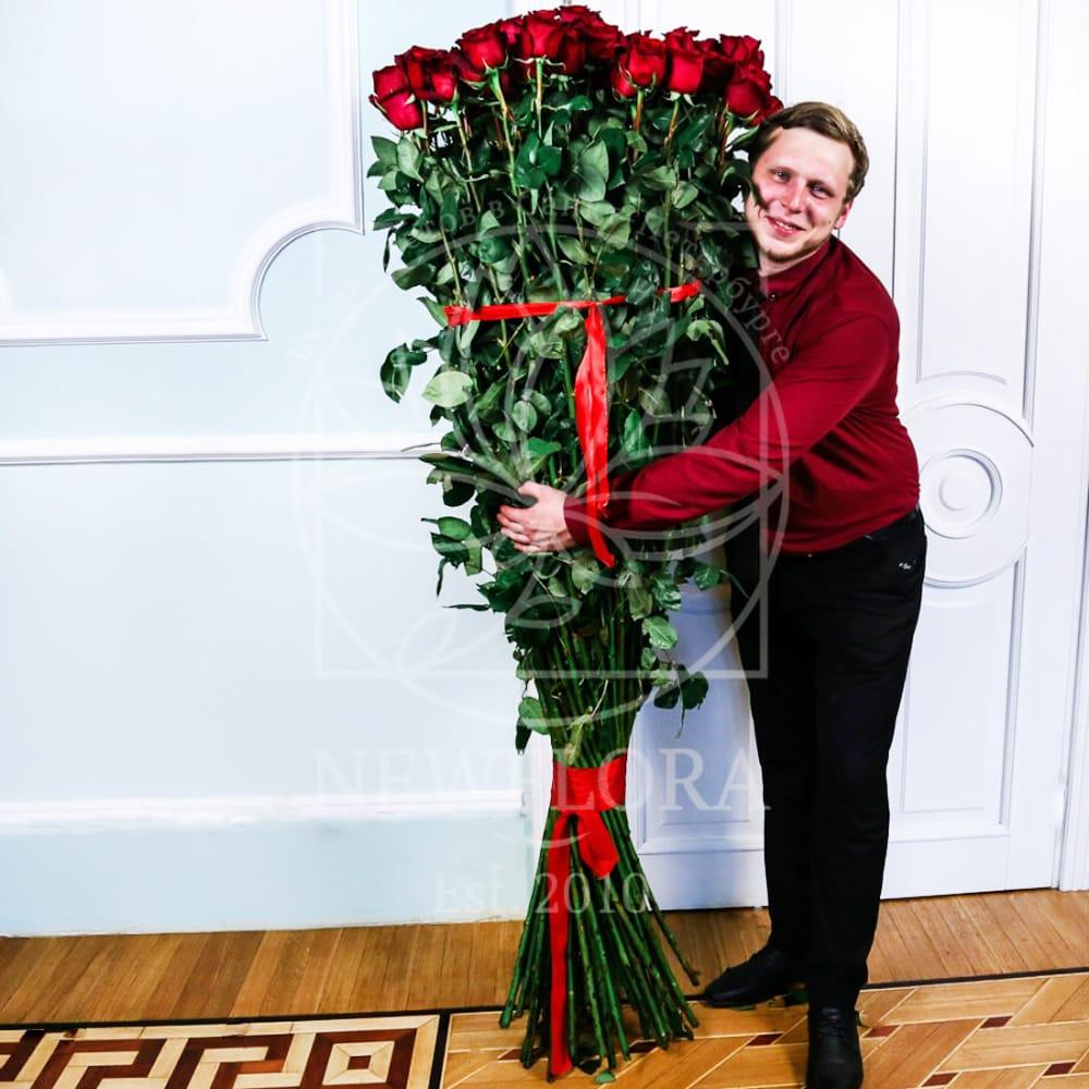 Букет 101 красная роза высотой 190см