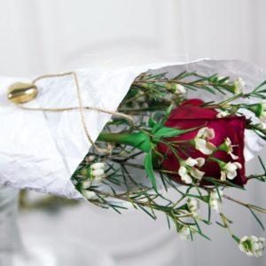 1 красная роза с оформлением и кулон-сердечко из латуни (Italy, Stilars est.1972)
