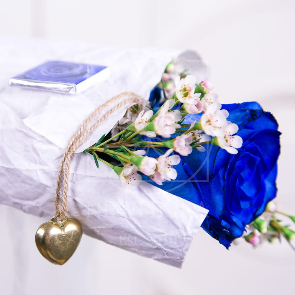 1 синяя роза (Premium) с оформлением и сердечком из латуни (Italy, Stilars est.1972)