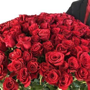 Букет 201 роза высотой 140см