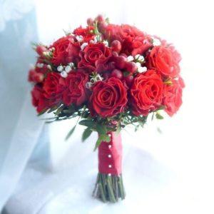 Свадебный букет с розами, хамелациум и ваксфлауэр (хамелациум)