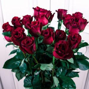 Букет 25 красных роз высотой 100см