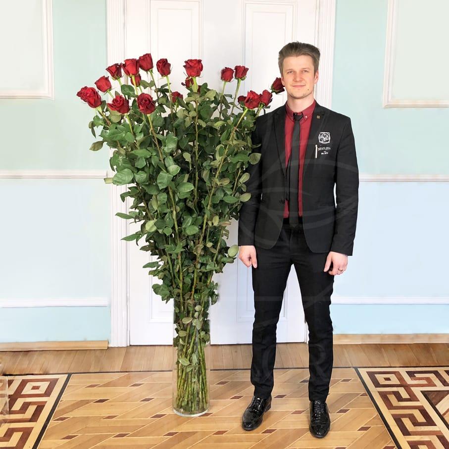 Букет 25 красных роз высотой 170см