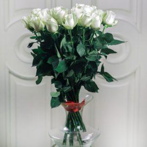 Букет 25 белых роз 60см