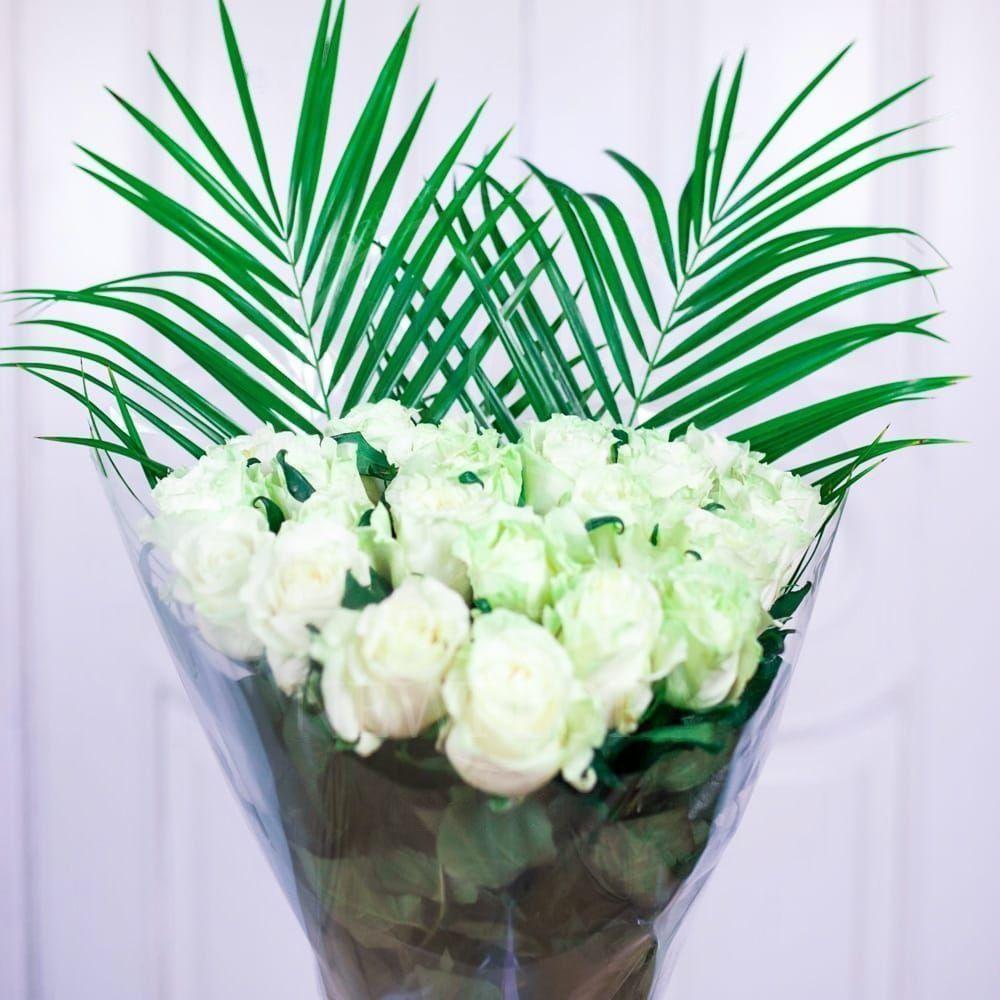 Букет 25 белых роз с робелини