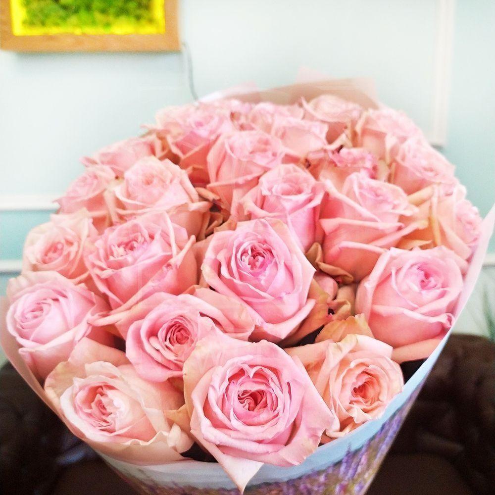 Букет 25 ароматных пионовидных роз Pink Ohara в упаковке Prada