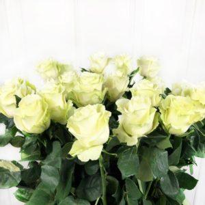 Букет 25 белых роз высотой 110см