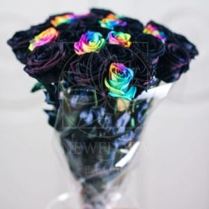 Букет 25 черных и радужных роз