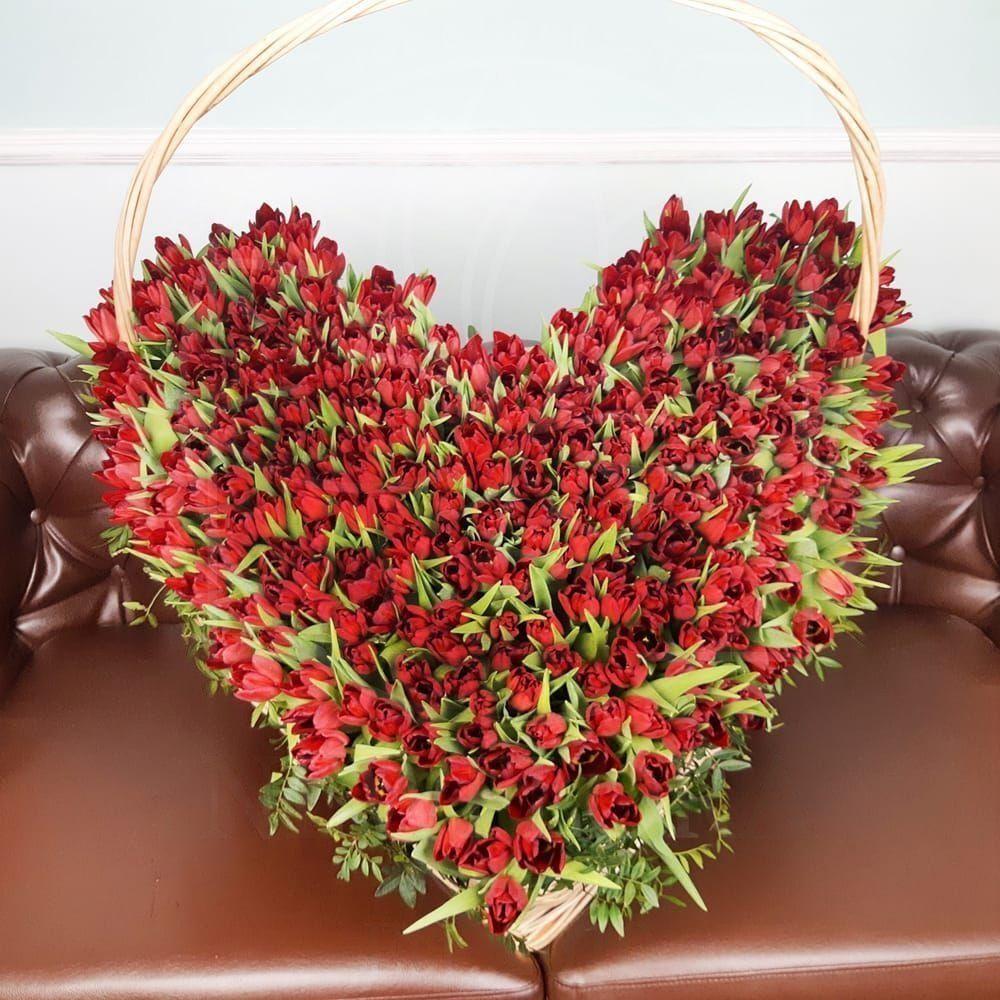 Огромная корзина цветов сердце 301 тюльпан 80×80см