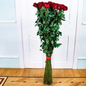 Букет 35 красных роз высотой 140см