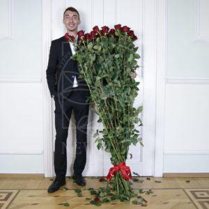 Букет 35 красных роз высотой 170см