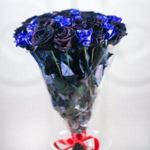 Букет 35 черных и синих роз