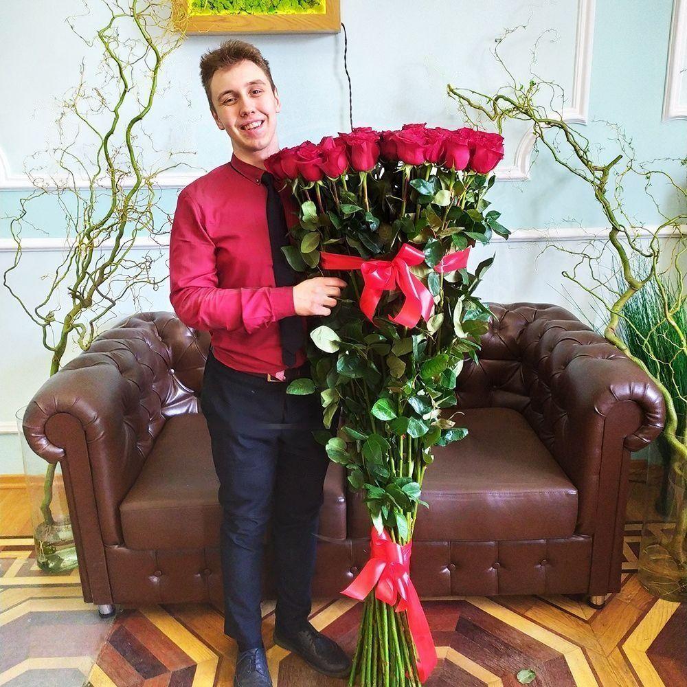 Букет 51 красная роза высотой 160см