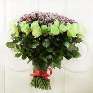 Букет 151 снежная роза и светящиеся в темноте
