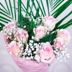 Букет 9 розовых роз 60см с зеленью