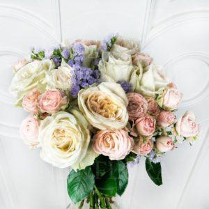 Букет 9 пионовидных ароматных роз White Ohara со статицей