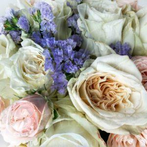 Букет 9 пионовидных ароматных роз White Ohara со статице