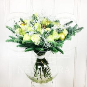 Зимний букет из 15 роз с орхидеями