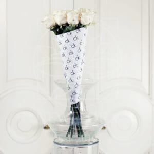 Букет 11 белых роз Calvin Klein