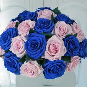 25 больших стабилизированных роз в вазе