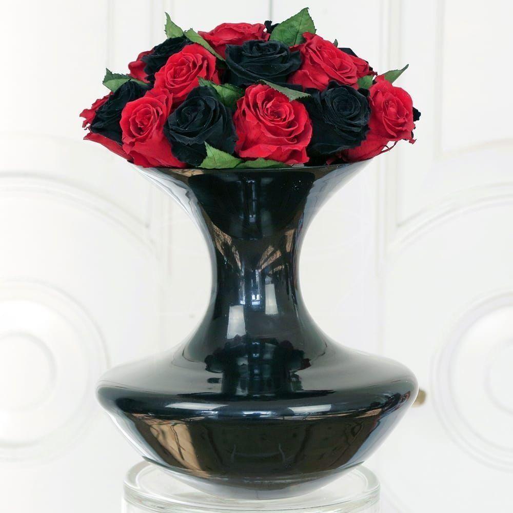 25 средних стабилизированных роз в вазе