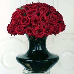 41 большая стабилизированная роза в вазе