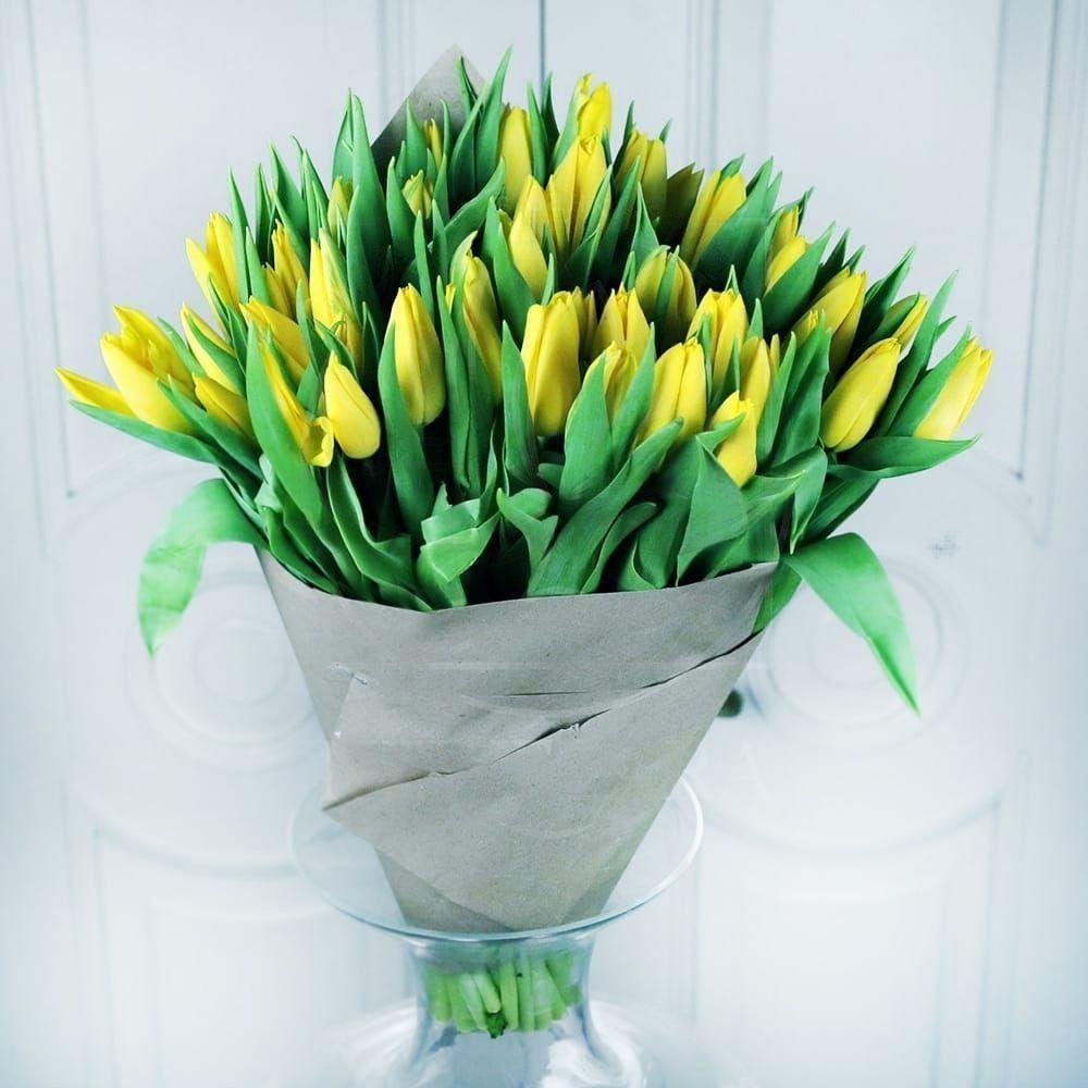 Букет 51 желтый тюльпан в бумаге (30-40см)