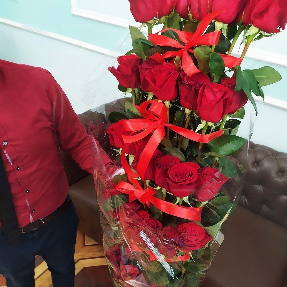 Букет 35 красных роз высотой 180см (каскад, микс)