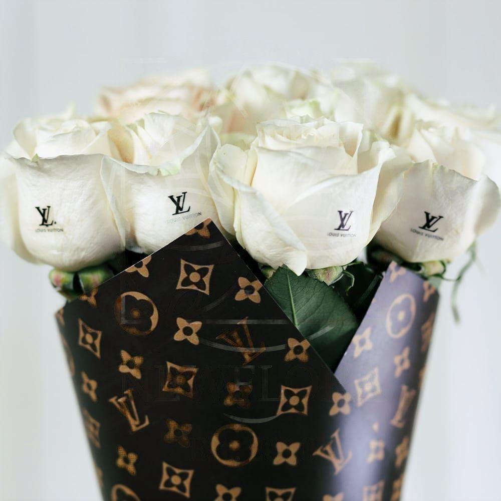 Букет 11 белых роз Louis Vuitton