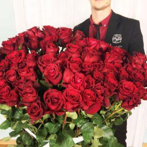 Букет 101 красная роза высотой 150см