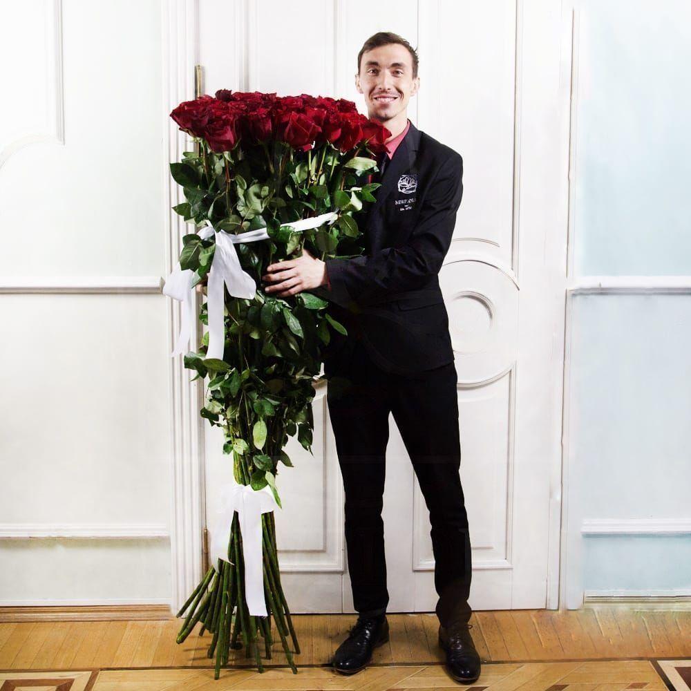 Букет 101 красная роза высотой 170см