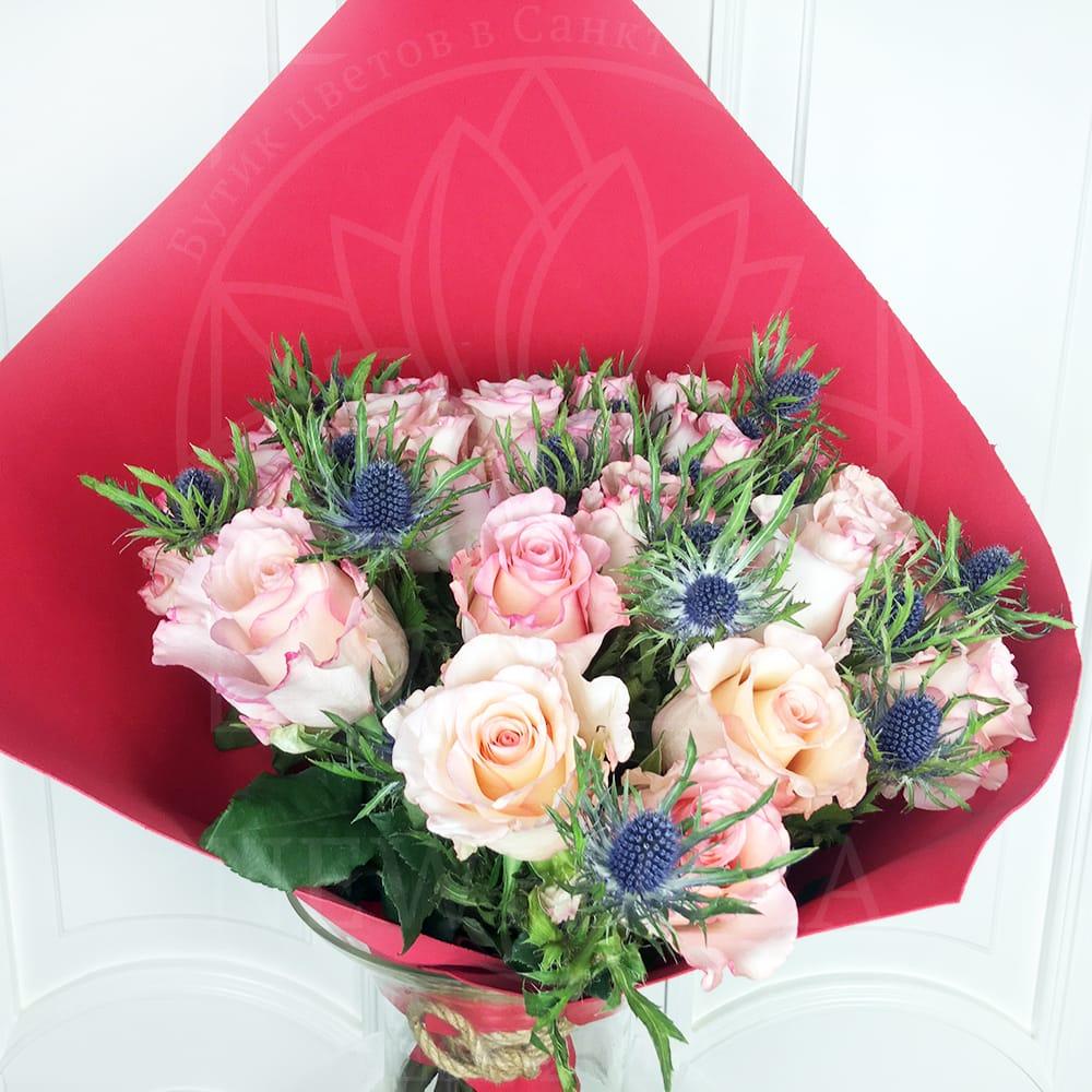 Букет 21 роза Cielo с зеленью (Premium)