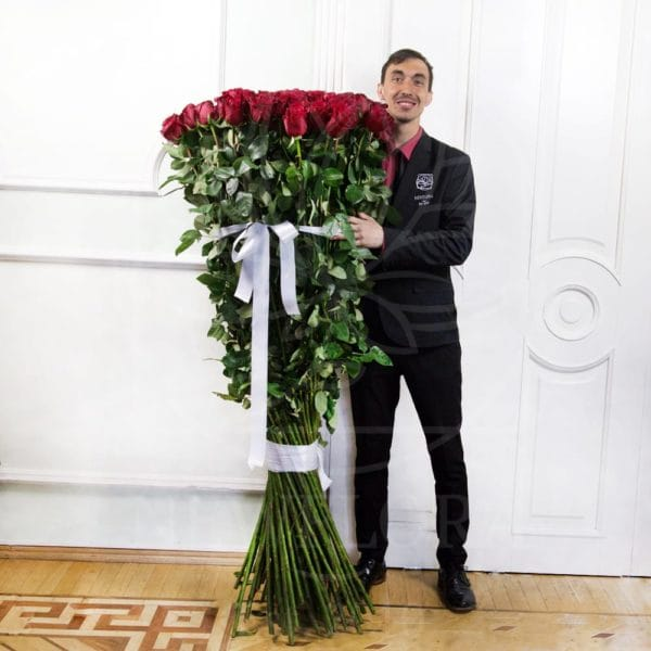Заказать огромный букет роз в полный рост в санкт-петербурге, виде сердца