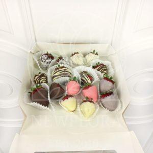 Маленький набор клубники в шоколаде
