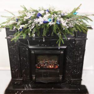 Новогодняя композиция из ёлок для интерьера