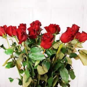 Букет 19 красных роз высотой 120см