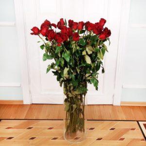 Букет 29 красных роз высотой 120см