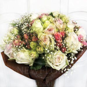 Букет 19 пионовидных ароматных роз с кустовыми розами