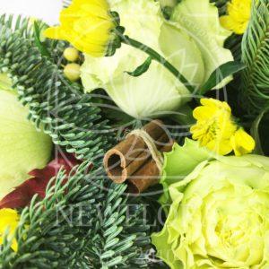 Композиция из 21 розы с орхидеями и зеленью